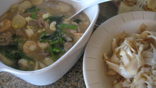 "Chow Fun with Scrambled Egg Gravy ""Wak Tan Hor"""